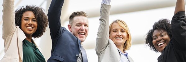 cómo-encontrar-motivación-para-cambiar-tu-vida-equipo-feliz