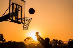 Baloncesto 300x200 - Jugar con tus compañeros de trabajo para sanear vínculos