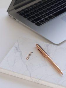 Escritura 225x300 - Realiza pasatiempos saludables sea cual sea tu horario laboral