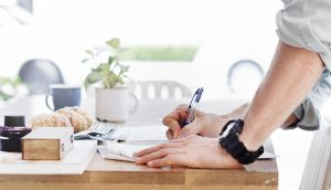 desayuno 300x172 - Realiza pasatiempos saludables sea cual sea tu horario laboral