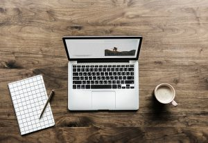 Ordenador portátil 300x207 - Encuentra un pasatiempo que se adapte con tu trabajo y tus necesidades